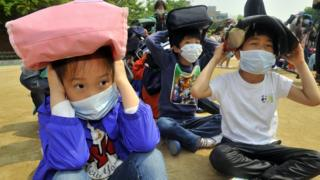 South Korean children taking part in an earthquake preparedness drill