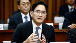 Лі Джейон є сином голови Samsung і через хворобу батька зараз вважається фактичним керівником компанії