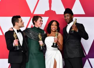 En iyi oyuncu ödüllerini kucaklayan isimler: Rami Malek, Olivia Colman, Regina King ve Mahershala Ali