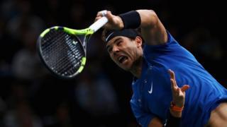 L'Espagnol Rafael Nadal face au Sud-Coréen Hyeon Chung, lors des Masters 1000 de Paris, le 1er novembre 2017.
