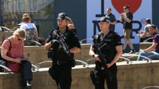 Policía patrullan en Manchester