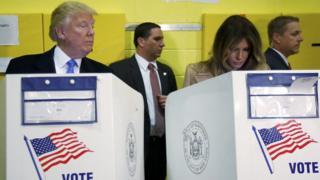 Trump e Melaniavotando