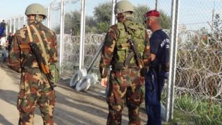 Hungarian army and police on the border with Serbia