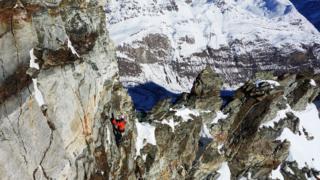 Альпініст у горах