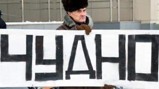 Протестующий против заключения Евгении Чудновец