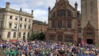 crowd at Derry's guildhall