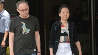 Lim Choon Hong (trái) bị tù ba tuần còn vợ Chong Sui Foon bị tù ba tháng