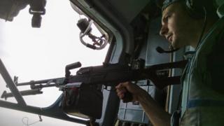 Помощник командира 18-го вертолетного отряда Андрей Остапюк в вертолете