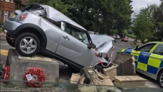 Car crashes into war memorial