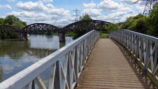Hinskey Stream where it meets the Thames