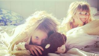બે છોકરીઓ