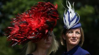 Женщины в шляпах