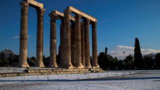 афины в снегу