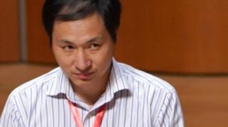 贺建奎在香港大学出席国际论坛(中新社图片28/11/2018)