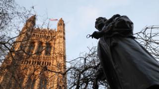 英国伦敦议会大厦外英国女权运动先驱潘赫斯特塑像