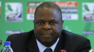Amos Adamu avait été suspend pour 3 ans pour avoir accepté des pots de vin durant le processus de candidature à l'organisation des Coupes du Monde 2018 et 2022.