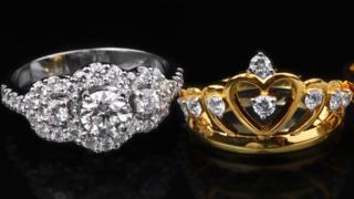 Обручальное кольцо с короной