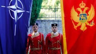 Karadağ ve NATO bayrakları yanyana