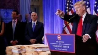 """ÔngTrump cho biết uy tín của các cơ quan tình báo Mỹ sẽ bị """"hoen ố nặng"""" nếu họ chính là nơi rò rỉ thông tin."""