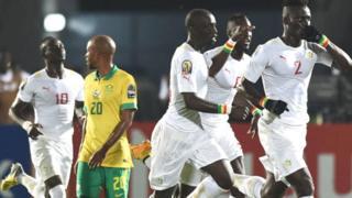 Le Sénégal avait été battu en Afrique du Sud le 12 novembre 2016 (1-2) avec un penalty injustifié sifflé par Joseph Lamptey, l'arbitre ghanéen qui a été suspendu à vie.