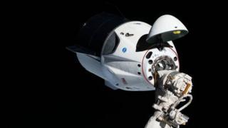 Dragon acoplada a la Estación Espacial Internacional