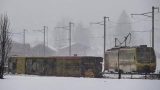 Поезд сошел с рельс в Ленке