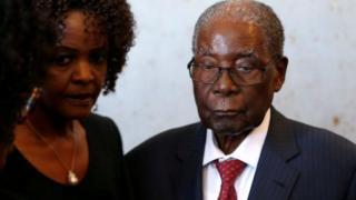 رابرت موگابه در سال 2017 از قدرت برکنار شد