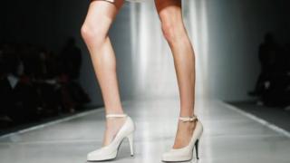 Ноги модели на подиуме