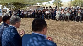 """Алмазбек Атамбаев """"кырсык болгон учурда катуу айтсам таарынбагыла, бирок мал-мүлк дебей көчүш керек"""" болчу деди"""
