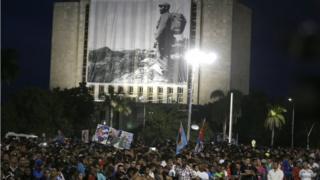 عکس جوانی کاسترو در میدان انقلاب