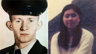 ส.อ.ชาร์ลส์ เจนกินส์ ในขณะที่ยังเป็นทหารหนุ่ม และฮิโตมิ โซกะ ในวัย 17 ปี หรือสองปีก่อนถูกลักพาตัว