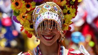 Peruana en traje tipico.