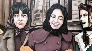 mural of the factory girls