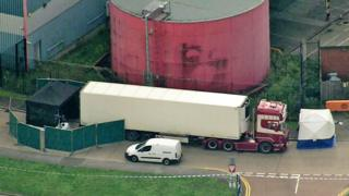Vista aérea de local onde corpos foram achados dentro de caminhão