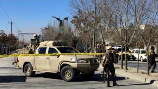 เจ้าหน้าที่หน่วยงานความมั่นคงปิดพื้นที่หลังเกิดเหตุระเบิดโจมตี