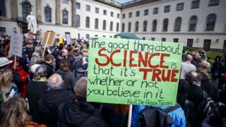 德國柏林的科學社群也走上街頭。
