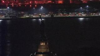تمثال الحرية في ظلام دامس بعد انقطاع التيار الكهربائي