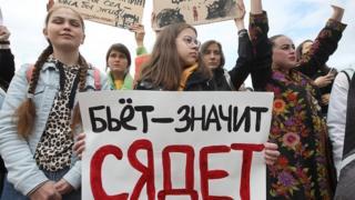 Митинг в поддержку сестер Хачатурян в Санкт-Петербурге