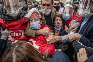 Turkish police clash with protesters