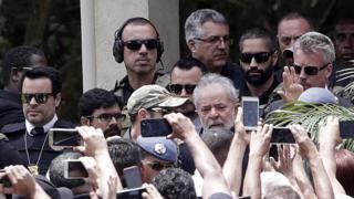 Lula comparece a velório do neto Arthur