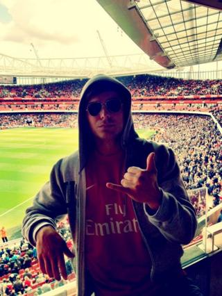 zac efron in an arsenal shirt