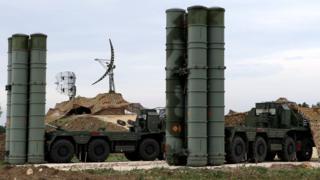 """Uburyo bwo kwikingira """"missile"""" S-400 buramaze gushikanwa ku kirindiro c'Uburusiya ca Hmeimim muri Siriya"""