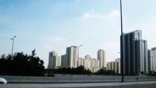Khu đô thị mới Thủ Thiêm ở TPHCM nằm trong bán đảo Thủ Thiêm, đối diện với trung tâm quận 1 qua sông Sài Gòn