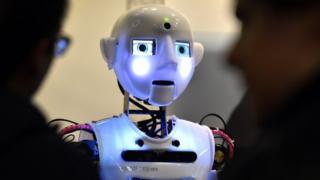استطاعت شركة بريطانية صنع روبوت يتفاعل مع عامة الناس