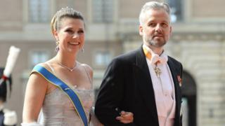 Ари Бен был женат на принцессе Марте-Луизе с 2002 по 2016 год