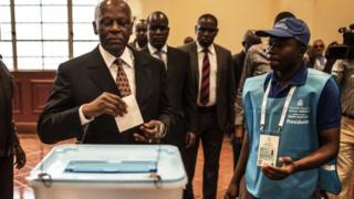 Dos Santos casts his vote in 2017 ANgola elections