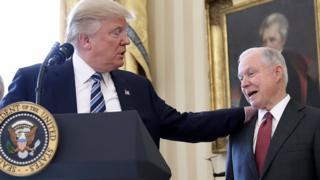 Sessions era senador antes de ser propuesto por Trump para el cargo de fiscal general.