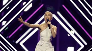 UK entry SuRie