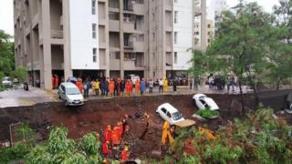 पुणे में दीवार गिरने से मौत