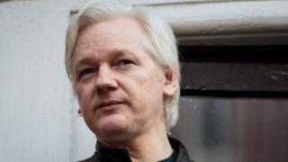 Le co-fondateur de Wikileaks, Julian Assange, a été arrêté à l'ambassade de l'Équateur à Londres.